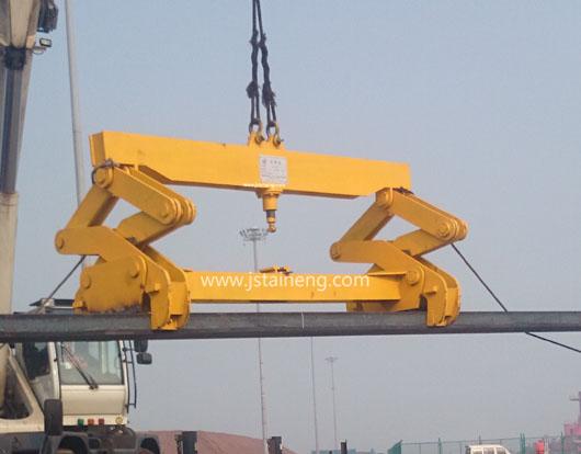 钢坯吊具产品结构: 钢坯吊具主要由吊梁,电磁吸盘,电缆卷筒,连接器