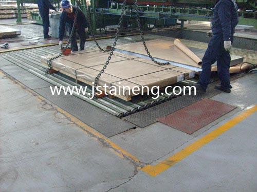 钢板吊具产品说明:   钢板吊具采用杠杆原理夹持钢板,通过杠杆或旋转